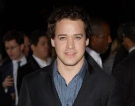 T.R. Knight Not Leaving Grey's Anatomy