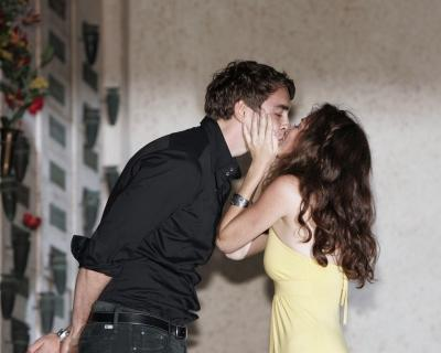 http://www.tvfanatic.com/images/gallery/ann-and-lee-kiss.jpg