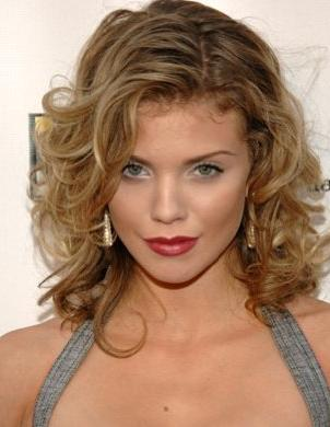 http://static.tvfanatic.com/images/gallery/annalynne-mccord-image.jpg