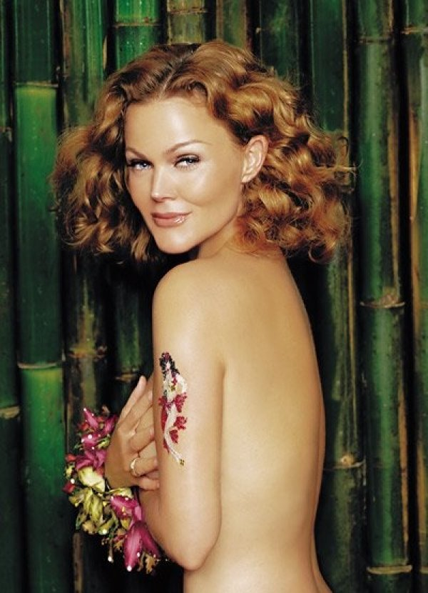 This is a naked shot of singer Belinda Carlisle.