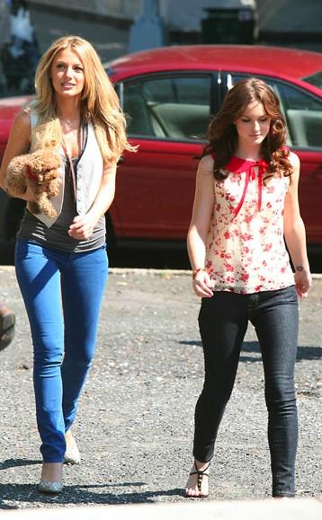 Here's a hot of Blake Lively and Leighton Meester in between scenes.
