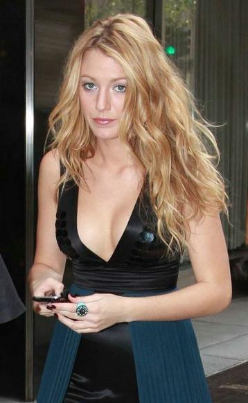 Here's Blake Lively in another (gulp) form-fitting dress on the set of