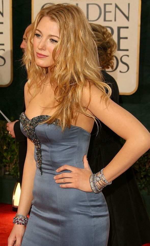Blake Lively looks amazing in this blue dress at the 2009 Golden Globe