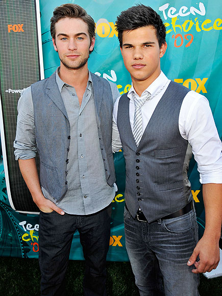 Taylor Lautner Official Gallery - Page 2 Chace-crawford-and-taylor-lautner