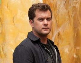 Fringe Set Interview: Joshua Jackson on Peter's Relationship with Olivia and Etta