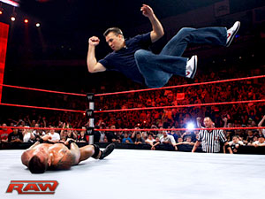 http://static.tvfanatic.com/images/gallery/elbow-drop.jpg
