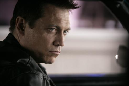 holt-mccallany-as-lights_492x328.jpg