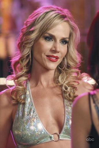 No Ordinary Family Julie-benz-on-desperate-housewives_345x516