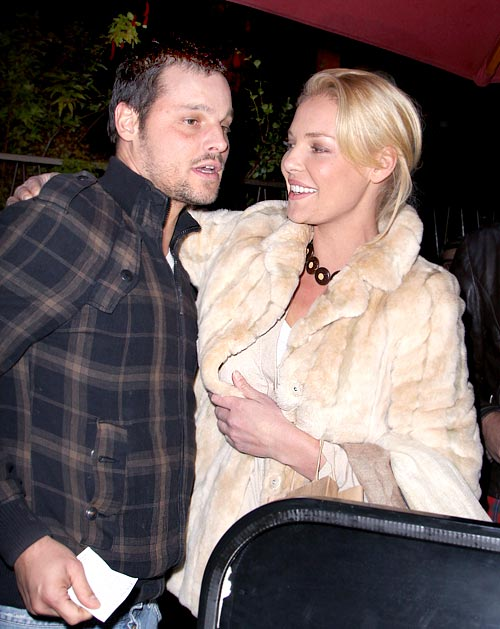 http://static.tvfanatic.com/images/gallery/justin-chambers-and-katherine-heigl.jpg