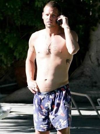 http://static.tvfanatic.com/images/gallery/justin-chambers-shirtless.jpg