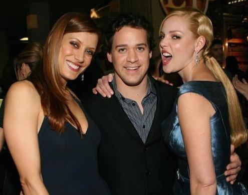 http://static.tvfanatic.com/images/gallery/kate-walsh-katherine-heigl-tr-knight.jpg