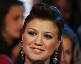 Kelly Clarkson Plans Next New Album