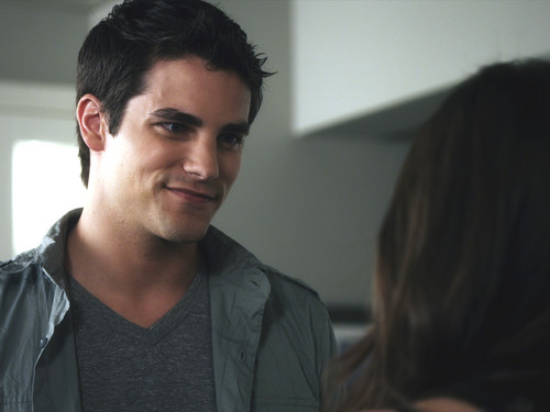 who is currently dating noel pretty little liars 17 'pretty little liars' couples you totally forgot ever hooked up if you're up to date with the current season of pretty little liars.