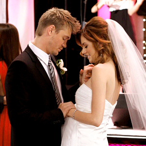 http://static.tvfanatic.com/images/gallery/peyton-and-lucas-wedding.jpg