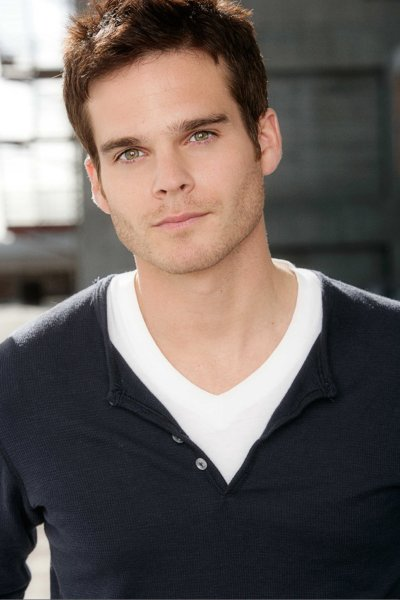 http://static.tvfanatic.com/images/gallery/pic-of-greg-rikaart.jpg