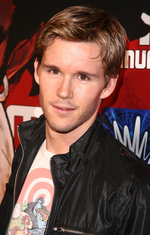 http://static.tvfanatic.com/images/gallery/ryan-kwanten-picture.jpg
