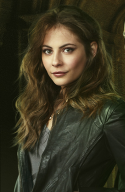 Willa Holland as Thea Photo