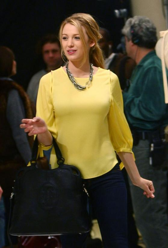 Serena van der Woodsen (Blake Lively) in a pretty yellow top.