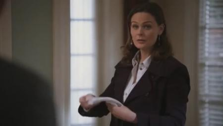 Bones 'The Bump in the Road' Clip - She Winks!